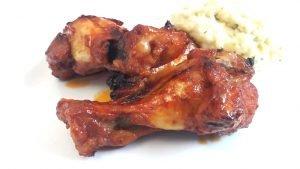 alitas-de-pollo-con-salsa-barbacoa-y-puré-de-patatas-1032x581-procesado