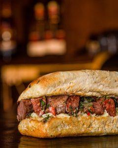 porthos-steakhouse-pub-santa-marta-sandwich